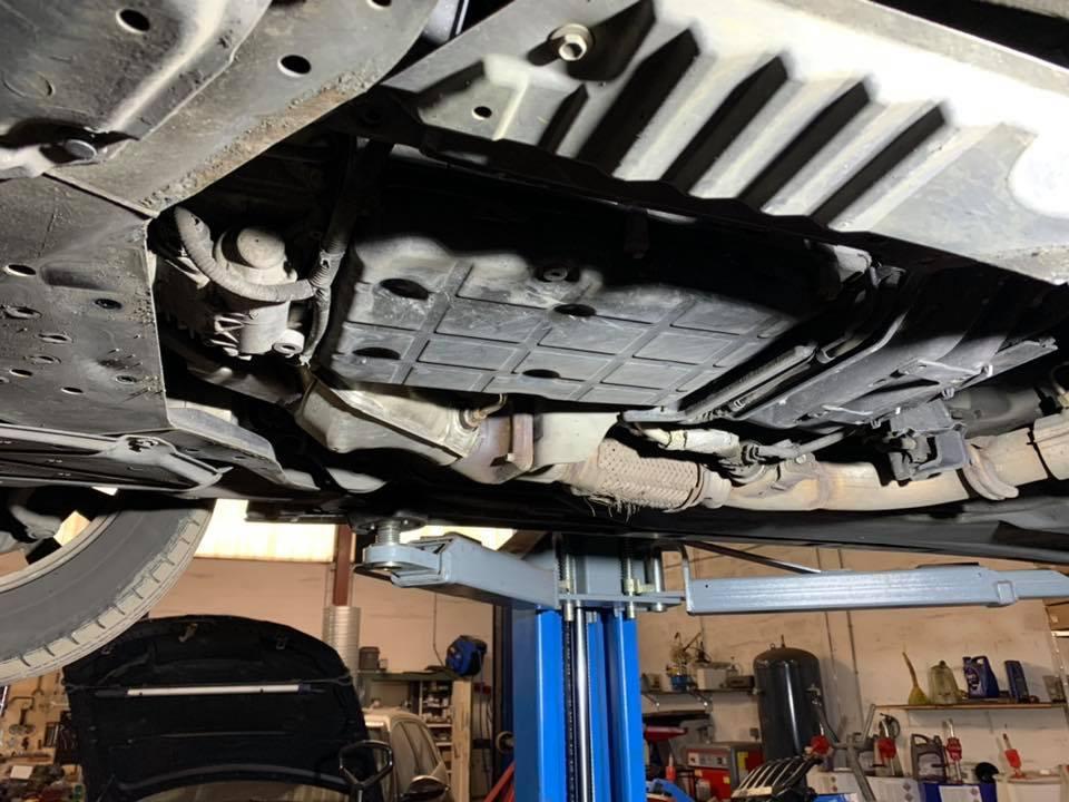 Garage ML CARS 68 ILLZACH Entretien Boite Automatique Infiniti Q50 2.2d Boite 722.9 , 7 vitesses , accoups boîte , mauvais passage vitesses ! Diagnostic concessionnaire : Boîte de vitesse à remplacer ?. Donc vidange remplacement filtre crépine et remise à zéro des adaptatifs ! Comme vous pouvez le voir l'huile était très sale . Après vidange plus d'accoups et passage vitesse plus souple !