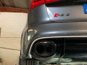 Montage ligne AKRAPOVIC sur cette magnifique Audi RS6 ! Un son juste magnifique