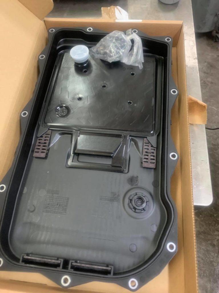 Aujourd'hui entretien Boîte Automatique 530xdrive boîte 8hp avec remplacement crépine filtre , nettoyage, rincage boîte avec appareil spécifique et remise à zéro des adaptatifs.